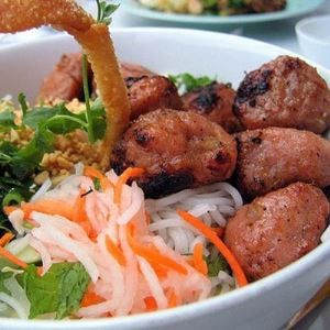 vietnamese_restaurant_banh_hoi_thit_nuong-content